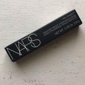 NARS eyeshadow primer